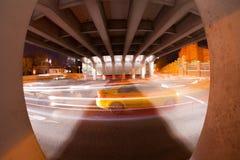 Estrada urbana da noite da cidade Fotografia de Stock