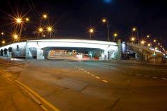 Estrada urbana da noite da cidade Imagens de Stock