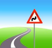Estrada vazia com um sinal de tráfego Imagens de Stock