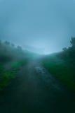 Estrada vazia na montanha natural de Merbabu no colo azul do azul do tungstênio Fotos de Stock