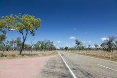 Estrada vazia no interior australiano Imagens de Stock Royalty Free