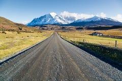 Estrada vazia no parque nacional Torres del Paine, Patagonia Fotografia de Stock