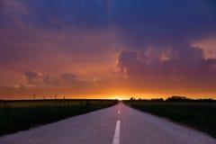 Estrada vazia no por do sol. Fotos de Stock Royalty Free