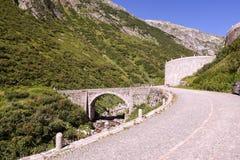 Estrada velha que conduz à passagem do St Gotthard Imagem de Stock