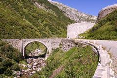 Estrada velha que conduz à passagem do St Gotthard Imagens de Stock