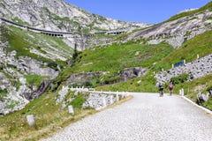 Estrada velha que conduz à passagem do St Gotthard Foto de Stock Royalty Free