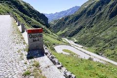 Estrada velha que conduz à passagem do St Gotthard Imagens de Stock Royalty Free