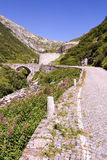 Estrada velha que conduz à passagem do St Gotthard Foto de Stock