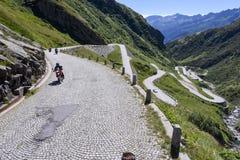 Estrada velha que conduz à passagem do St Gotthard Fotos de Stock