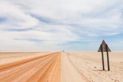 Estrada vermelha do deserto Fotografia de Stock Royalty Free