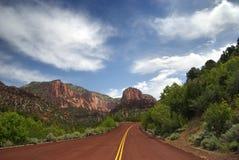 Estrada vermelha do pavimento Imagens de Stock