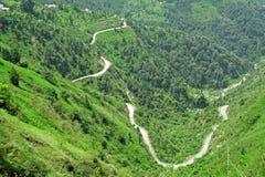 Estradas de enrolamento dos himalayas, India fotografia de stock
