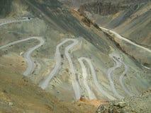 Estradas do ziguezague em Ladakh mountain-1 Fotos de Stock Royalty Free