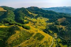 Estradas transversaas da montanha de Montenegro - antena fotografia de stock