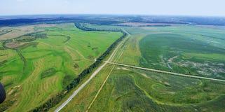 Estradas transversaas e campos Imagem de Stock Royalty Free
