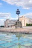 Estrade teater och berömt hus på Emankment i Moskva Fotografering för Bildbyråer