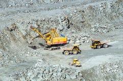 Estragga l'estrazione mineraria dell'amianto, Urals, Russia Immagini Stock
