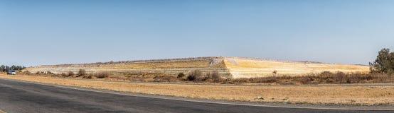 Estragga lo scarico vicino a Welkom nella provincia libera della provincia dello stato fotografia stock libera da diritti