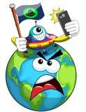 Estrangeiro dos desenhos animados que conquista e que toma o selfie com terra irritada Fotografia de Stock Royalty Free