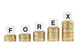 ESTRANGEIROS (mercado de troca da divisa estrageira) nas moedas de ouro isoladas Fotos de Stock Royalty Free