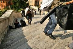 Estraperlistas con falsificaciones, Roma, Italia, corriendo lejos foto de archivo libre de regalías