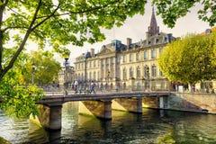 Estrasburgo, Alsacia, Francia La mitad tradicional enmaderó casas de Petite France fotos de archivo