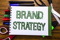 Estratégia conceptual do tipo do texto da escrita da mão Conceito para o plano de mercado da ideia escrito no caderno, fundo de m Imagens de Stock