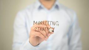 Estratégia de marketing, escrita do homem na tela transparente Fotografia de Stock