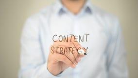 Estratégia satisfeita, escrita do homem na tela transparente Imagem de Stock Royalty Free