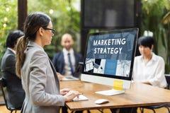 Estrategia de marketing que analiza la consultoría de negocios fotos de archivo libres de regalías