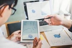 estrategia e inspirarse de planificación de Co-trabajo de la reunión de Team Consulting del negocio nuevo proyecto del negocio imagenes de archivo