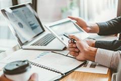estrategia e inspirarse de planificación de Co-trabajo de la reunión de Team Consulting del negocio nuevo proyecto del negocio foto de archivo libre de regalías