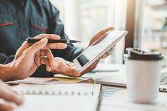 estrategia e inspirarse de planificación de Co-trabajo de la reunión de Team Consulting del negocio nuevo proyecto del negocio fotografía de archivo