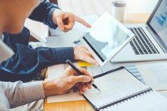 estrategia e inspirarse de planificación de Co-trabajo de la reunión de Team Consulting del negocio nuevo proyecto del negocio fotografía de archivo libre de regalías