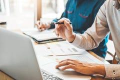 estrategia e inspirarse de planificación de Co-trabajo de la reunión de Team Consulting del negocio nuevo proyecto del negocio imagen de archivo