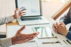 estrategia e inspirarse de planificación de Co-trabajo de la reunión de Team Consulting del negocio nuevo proyecto del negocio imagen de archivo libre de regalías
