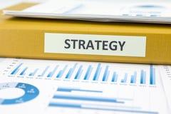 Estrategia empresarial con análisis y gráficos de datos Imágenes de archivo libres de regalías
