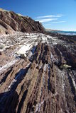 Estratos rocosos en la playa Fotos de archivo