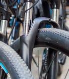 Estratto alto vicino della ruota e della gomma di bicicletta Immagini Stock Libere da Diritti