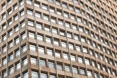 Estratto architettonico, una Camera di Portland dell'edificio per uffici con calcestruzzo e finestre immagine stock libera da diritti