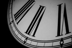 Estratto in bianco e nero dell'orologio immagine stock