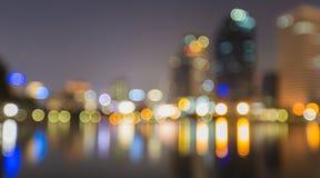 Estratto, bokeh della sfuocatura della luce di paesaggio urbano di notte, fondo defocused Immagine Stock