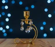 Estratto - candeliere dorato con i cristalli e le luci Immagine Stock Libera da Diritti