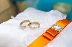 Estratto degli anelli di cerimonia nuziale Immagine Stock