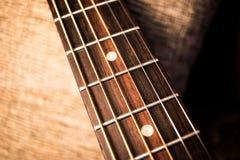Estratto del collo della chitarra acustica fotografia stock libera da diritti