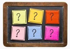 Estratto del punto interrogativo - insieme appiccicoso della nota Fotografia Stock Libera da Diritti
