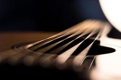 Estratto del risuonatore della chitarra acustica fotografie stock libere da diritti