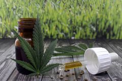Estratto dell'olio della cannabis per calmare i disturbi fotografie stock