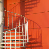 Estratto dell'ombra e della scala a spirale Immagini Stock Libere da Diritti