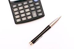 Estratto di affari - calcolatore e penna elegante Immagini Stock Libere da Diritti